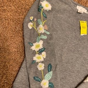 Ivy & Main Shirts & Tops - Ivy & Main Med sweatshirt with embroidery
